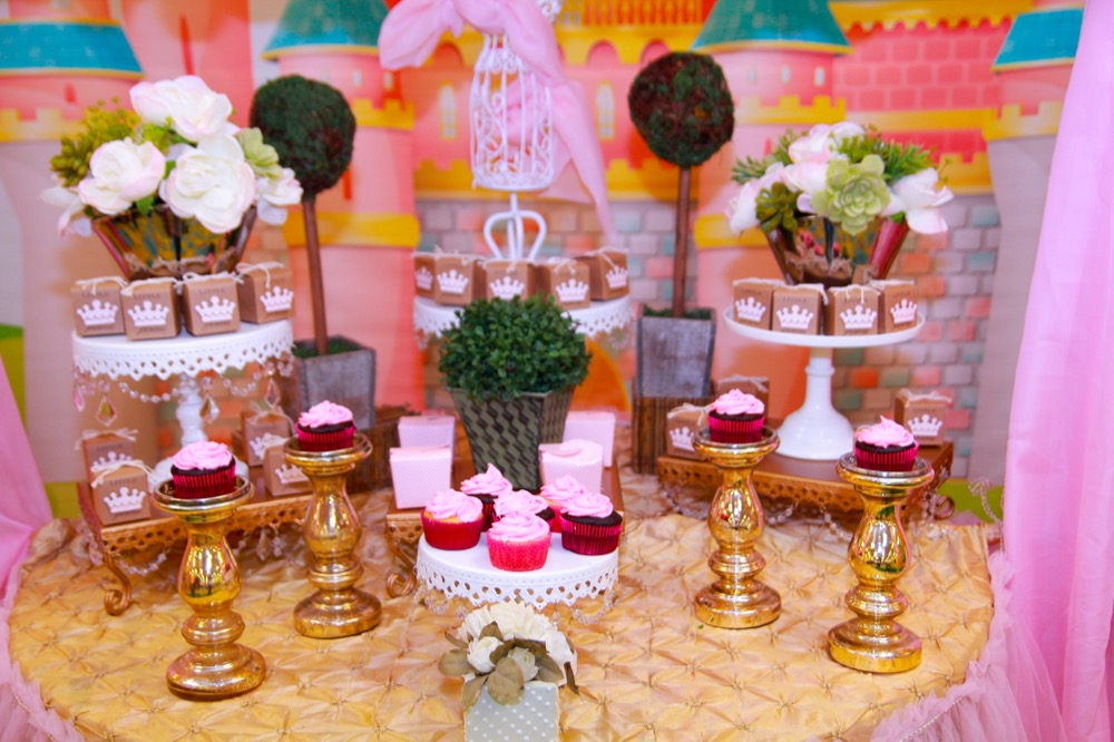 candy buffet table                     pink crowns